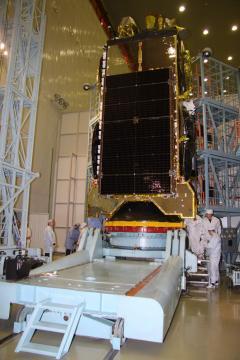 КА «Экспресс-АМ5» в монтажно испытательном корпусе. Байконур. 11 декабря 2013 г.